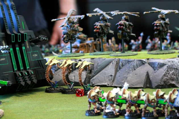 Wraiths in a bad position... Burna Boyz onboard of the Trukk were able to flame most of the Wraiths. After the Deffkoptas fire their Rokkits, only one Wraith remains.