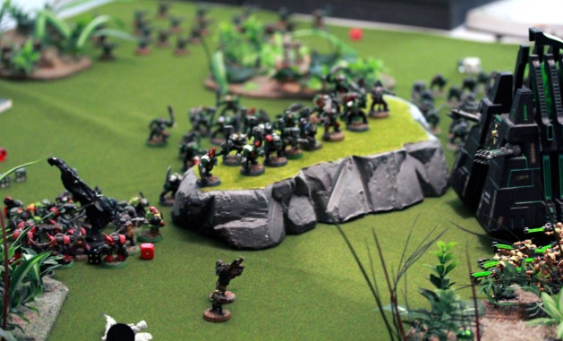 Breakthrough! Nightbringer is taking it's last breaths. The center area is now under Ork control and rapid advancement towards the objective can commence. There aren't many Necrons opposing anymore.